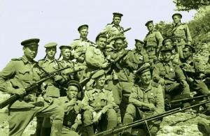 Группа морских пехотинцев из отряда Кунникова. Кайда второй справа в верхнем ряду. Из этой группы остались в живых всего три человека, включая самого Кайду.